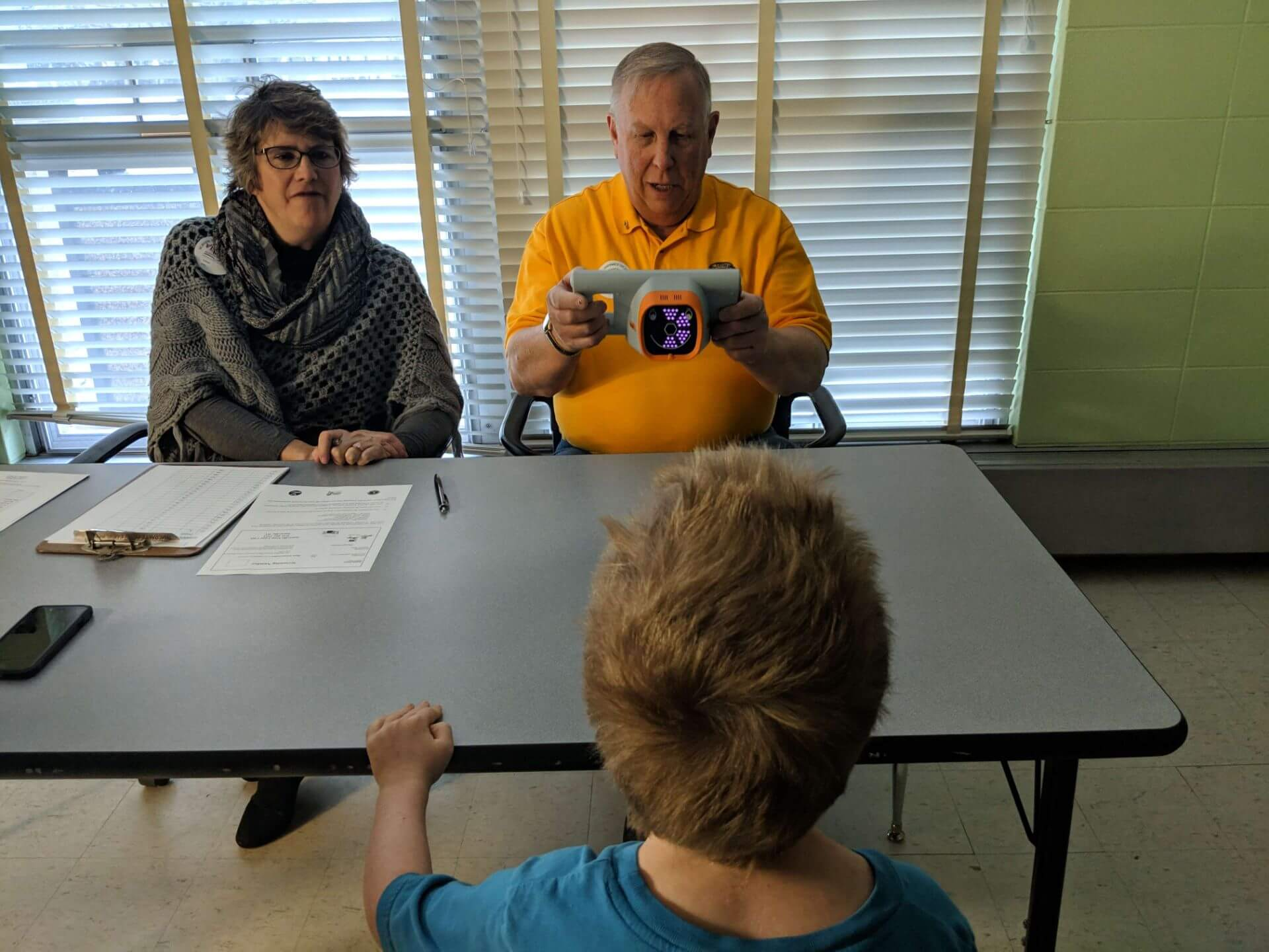 Lions conduct vision screening test on a kindergartener